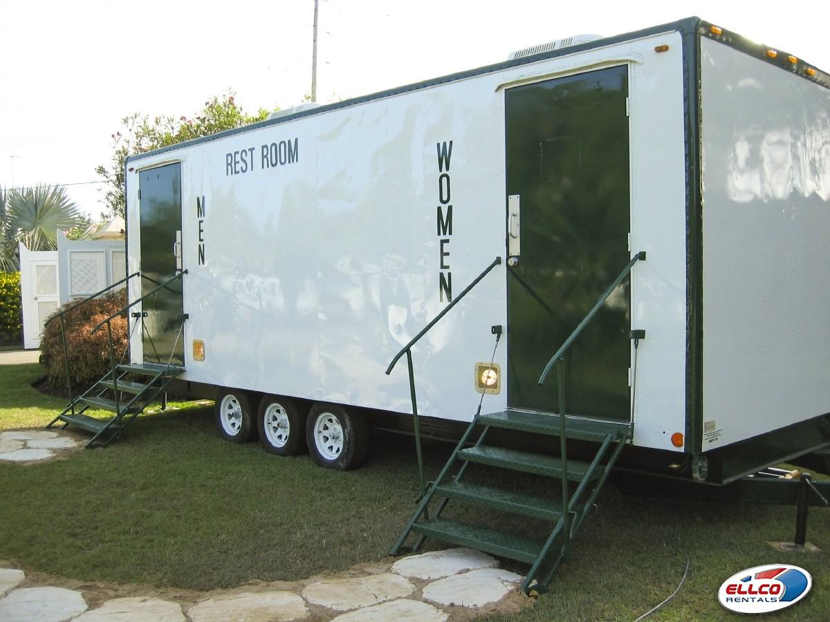 Deluxe_toilet_trailer