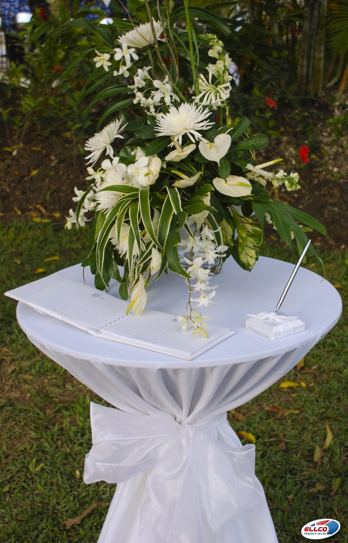 Guest_book_table