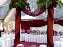 Red_and_white_setting_under_tent